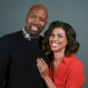 Kenny Smith and his wife invite viewers to 'Meet theSmiths'