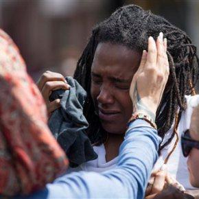 Latest on police-custody death: Stragglers an hourlater