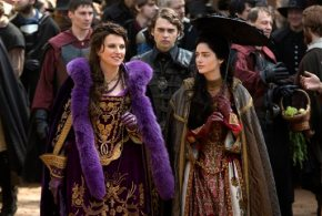 Lucy Lawless is bewitching as a newcomer to WGN's 'Salem