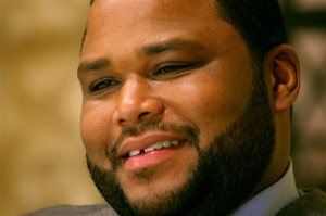 "File-This photo taken April 17, 2008 shows actor Anthony Anderson speaking during an interview on the set of ""Law and Order"" in New York. Anderson remembers when he worried about scrounging up money to pay for the rest of his college tuition, food and housing while attending Howard University. Now the ""Black-ish"" star wants to help students avoid the same struggle. The actor-comedian and other celebrities through their foundations teamed up with the United Negro College Fund to donate scholarships to worthy students who are farthing their education. (AP Photo/Bernadette Tuazon,File)"