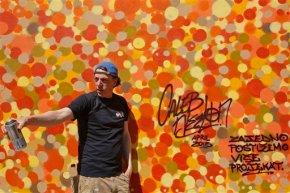 US artist unites divided Bosnian youths to make streetart