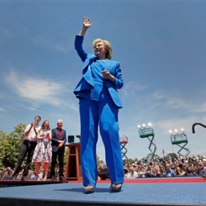 Clinton kicks off 2016 bid, embracing chance to make history