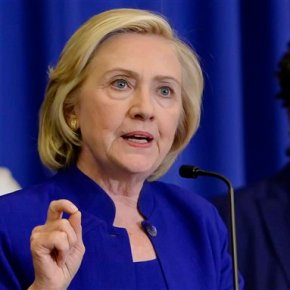 With memories of mom, Clinton seeks reintroduction tovoters