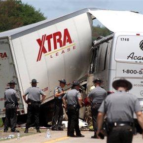 Italian honeymooner among 3 dead in bus-truck highwaycrash