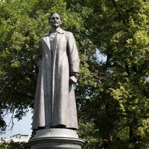 Bid to restore Soviet-era Moscow statue raisescontroversy
