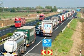Austria inspects trucks for migrants, creates 18-milebackup
