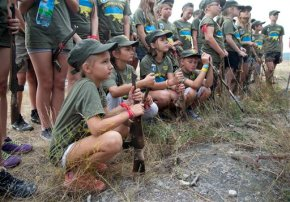 Ukrainian kids go to military camp