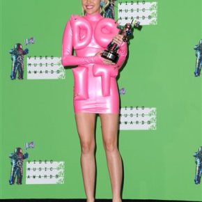 Miley Cyrus shakes in barely there silver straps atVMAs