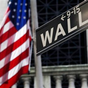 US stocks move lower; energy sector drags as oil pricefalls