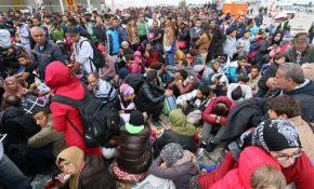 Migrants marching toward Vienna swelled into a torrent