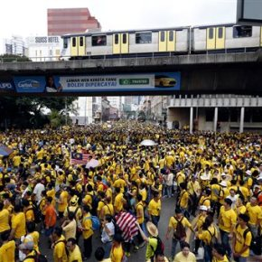 Tens of thousands rally in Malaysia, demand Najib resign