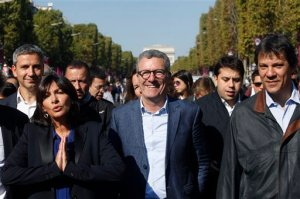 "From left, Paris Mayor, Anne Hidalgo, Brussels mayor Yvan Mayeur, and Sao Paulo, Brazil, Mayor Fernando Haddad, walk on the Champs Elysees during the ""day without cars"", in Paris, France, Sunday, Sept. 27, 2015. Pretty but noisy Paris, its gracious Old World buildings blackened by exhaust fumes, is going car-less for a day. Paris Mayor Anne Hidalgo presided over Sunday's ""day without cars,"" two months before the city hosts the global summit on climate change. (AP Photo/Thibault Camus)"