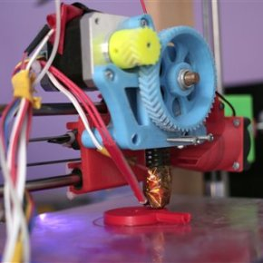 Doctor in blockaded Gaza makes stethoscope with 3-Dprinter