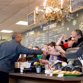 Obama buys out cinnamon rolls at Anchorage cafe