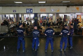 Hungary blocks migrants from trains; 11 drown offTurkey