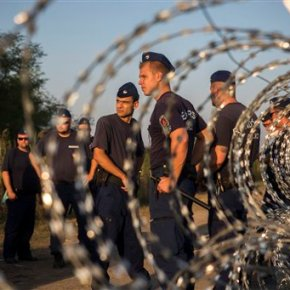 Migrant tempers fray as Hungary blocks trains for 2ndday