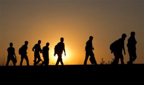 Hungary bars migrants from trains; smugglers wait inwings