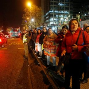 Strong quake shakes Chile capital, causing buildings to sway