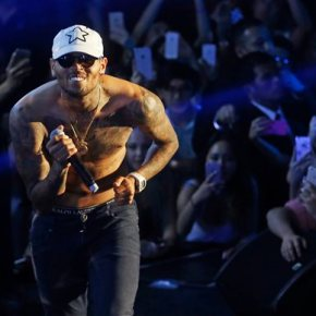 Australia warns Chris Brown he may not be allowed Down Under