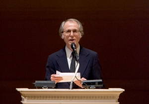 """FILE - In this April 9, 2008 file photo, author Don DeLillo speaks at """"The Time of His Life: A Celebration of the Life of Norman Mailer"""" tribute at Carnegie Hall in New York. DeLillo is receiving an honorary National Book Award for lifetime achievement. The author of """"White Noise,"""" """"Underworld"""" and other celebrated novels will receive his medal on Nov. 18, 2015, at the annual awards ceremony, the National Book Foundation told The Associated Press on Wednesday, Sept. 2, 2015.   (AP Photo/Stephen Chernin, File)"""