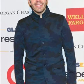Perez Hilton gets onstage again in 'juicy' part