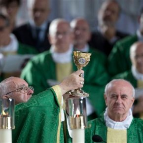 Pope Francis wraps up joyful US visit with big open-airMass