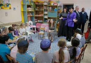 U.S. Commerce Secretary Penny Pritzker speaks with children in a Jewish school in the Ukrainian town of Bila Tserkva, where some of her distant relatives once lived in Ukraine, Tuesday, Oct. 27, 2015. (AP Photo/Efrem Lukatsky)