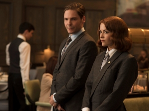 "This photo provided by The Weinstein Company, shows Daniel Bruhl, left, as Tony and Sarah Greene as Kaitlin in a scene from the film, ""Burnt.""  The movie opens nationwide Oct. 30. (Alex Bailey/The Weinstein Company via AP)"
