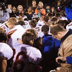 Praying coach's suspension opens split on religion inschool