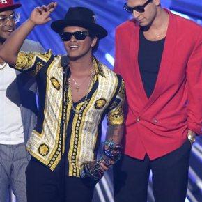The Weeknd, 'Uptown Funk' duo lead Soul Trainnominations