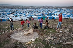Thousands of Syrian refugee children left in legallimbo