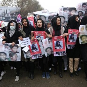 Thousands of Afghans march, demand justice for slain Shiites