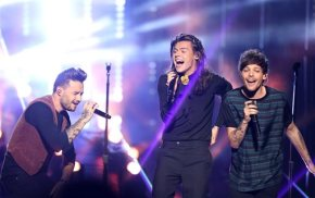 1D wins big at AMAs; Dion pays tribute to Parisvictims