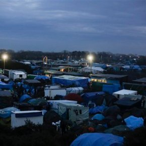 Volunteers give roadside medical care in Calais migrant camp