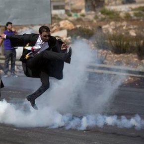 Palestinian lawyer talks about viral photo of tear gaskick