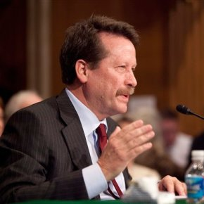 Senate panel questions FDA nominee on drug prices,approvals