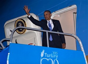 President Barack Obama waves from the top of the steps of Air Force One at Antalya International Airport in Antalya, Turkey, Monday, Nov. 16, 2015. Obama is heading to the Philippines and Malaysia for global security and economic summits after attending the G-20 Summit in Turkey. (AP Photo/Susan Walsh)