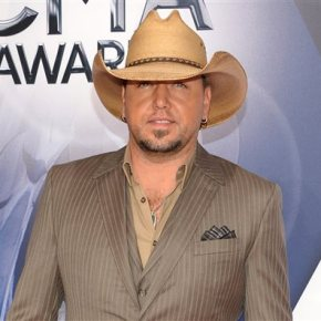 Rep: Jason Aldean dressed as Lil Wayne for Halloween