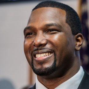 Ex-NFL player joins Illinois' Democratic US Senateprimary