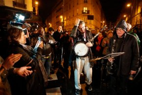 1 week after attacks, defiant Parisians honor thedead