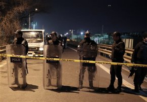 Pipe bomb explodes in Istanbul, wounding 5 at rushhour