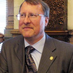 Kansas lawmaker imposes dress code on femalewitnesses