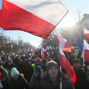 Poles fearing attack on democracy by government joinprotest