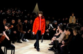 Burberry gets close to the audience at London FashionWeek