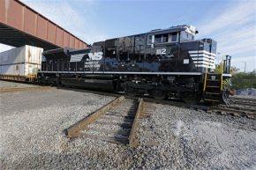 Norfolk Southern 4Q profit falls 29 percent as volumeslows