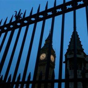 UK lawmakers slam Trump, but most oppose banninghim