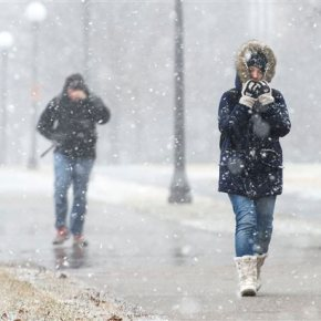 Heavy snow, strong winds whip through Great Lakes area