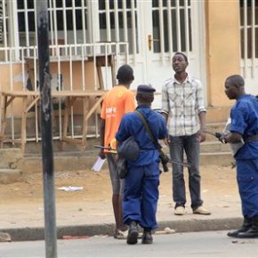 Police: 8 wounded in Burundi grenadeattacks