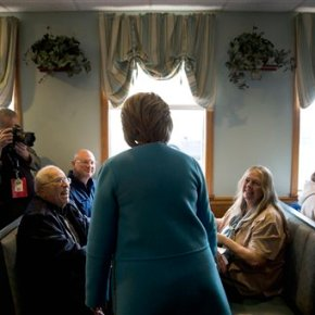 Clinton's donors trade buck-raising for door-knocking inNH