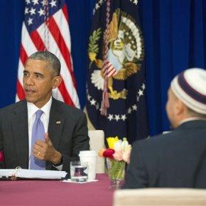 Decrying anti-Muslim bias, Obama pays 1st visit to USmosque